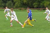 Oblastní I.B třída (skupina A) - 4. kolo (3. hrané): FK Spartak Kaplice (bíločerné pruhované dresy) - SK Zlatá Koruna 2:3 (1:1).