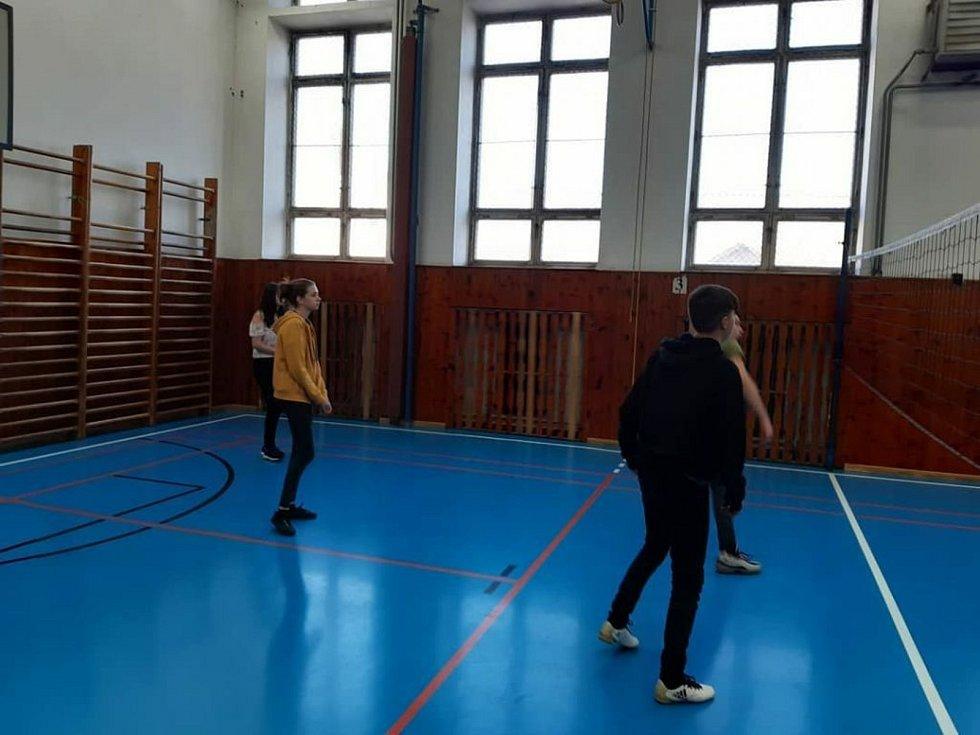 Vzpomínka na minulost. Ježíškův vánoční turnaj v bývalé sportovní hale. Foto: archiv SOU Kaplice