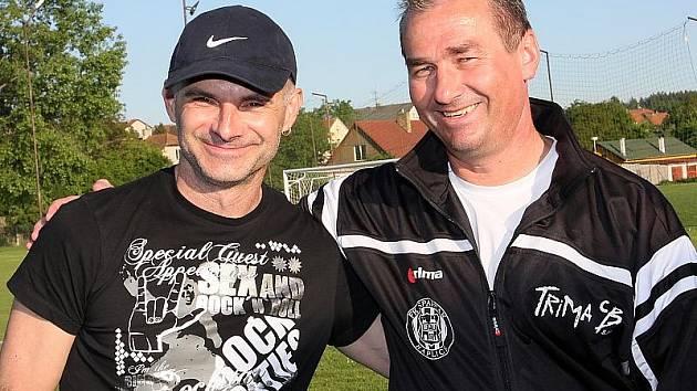 Současná trenérská dvojice fotbalového klubu z Kaplice Bohdan Malický a Ladislav Kuzma (vpravo). Kaplická kabina se rozhodla pro reakci na článek v Deníku, který přinesl výpovědi dvou dnes už bývalých hráčů.