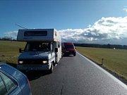 Silnice u Černé v Pošumaví před polednem, směr Milná, byla na dvě hodiny uzavřena.