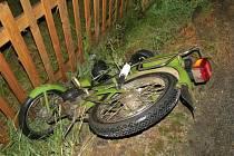 Na Českokrumlovsku se stala v pátek v noci další tragická nehoda, a to u Nové Vsi, kde před půlnocí našla náhodná chodkyně havarovanou babetu a vedle řidiče bez známek života.
