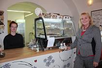 Cukrárna Věneček je spojena i s infocentrem. Nabízí rozmanité regionální produkty.
