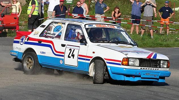 Stráský s Kacerovským z VSV rallye teamu.