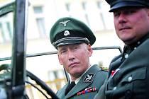 Atentát na Heydricha se dotáčel na poslední chvíli. Návštěvníky kina fascinovala podoba herce, který by mohl být Heydrichovým dvojníkem. Ztvárnil ho německý herec Detlef Bothe.