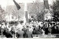 Pohřeb mladíků v Soběnově v roce 1947.