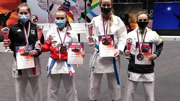 Bojovníci českokrumlovského SK Karate vybojovali na MČR sedm medailí a v hodnocení klubů (dorost + junioři) skončili třetí.