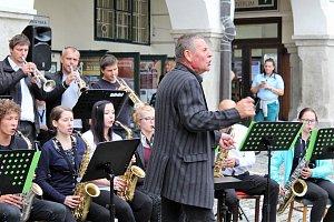 Krumlovská zuška se rozloučila s létem swingovým koncertem