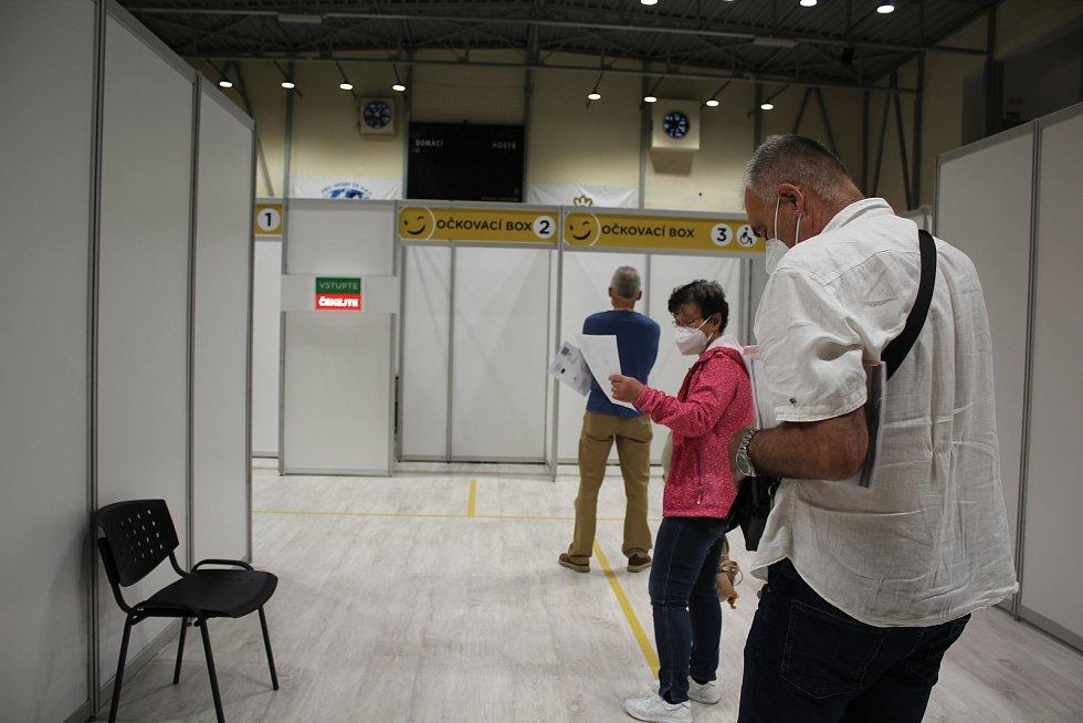 Krumlovské Očko ve sportovní hale posloužilo svému účelu a přesouvá se do nemocnice.