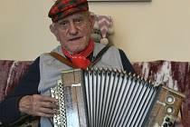 HELIGONKÁŘ. Dvaadevadesátiletý Jan Komenda s duší muzikanta zavzpomínal na válečná léta