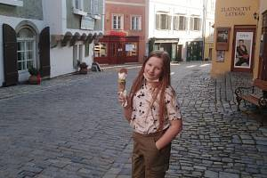 Do centra Krumlova na Latrán se dá po dlouhé době zajít na kopečkovou zmrzlinu.