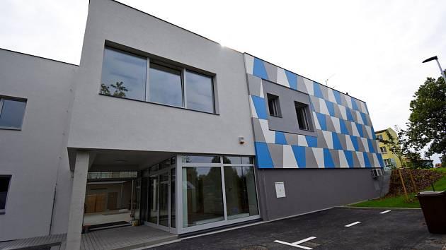 ZUŠ Velešín se stěhuje do bývalé spořitelny na adrese Školní 609.