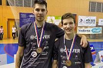 Tuzemští šampioni ve čtyřhře Jaromír Janáček s Tomášem Švejdou na mistrovství Evropy odehráli tři duely, z nichž ve dvou zvítězili.