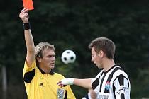 V druhém kole viděl Michal Flöring v domácím utkání s Lažištěm červenou kartu (na snímku). Nyní se po vypršení dlouhého trestu vrací do kádru kaplického Spartaku a k zítřejšímu zápasu osmého dějství s Bavorovicemi je připraven.