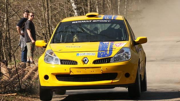 Posádku manželů Trojanových v Klatovech ve Volkswagenu Polo 1.6 Gti už neuvidíme. Dvojice týmu ČK motosport se při Rallye Šumava představí poprvé s Renaultem Clio Sport R3 (na snímku z víkendového testování v Bělé u Malont).