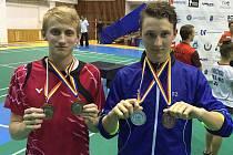 Pro oba českokrumlovské juniorské reprezentanty – Ondřeje Krále (vlevo, od září bude v SKB ČK hostovat) a Petra Berana – znamenají medaile z rumunského turnaje velice dobrý vstup do podzimní části sezony.