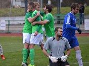 Divize (skupina A) - 15. kolo: FK Slavoj Český Krumlov (zelené dresy) - FK Hořovicko 3:1 (1:0).