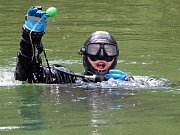 Po tanku pátrali potápěči