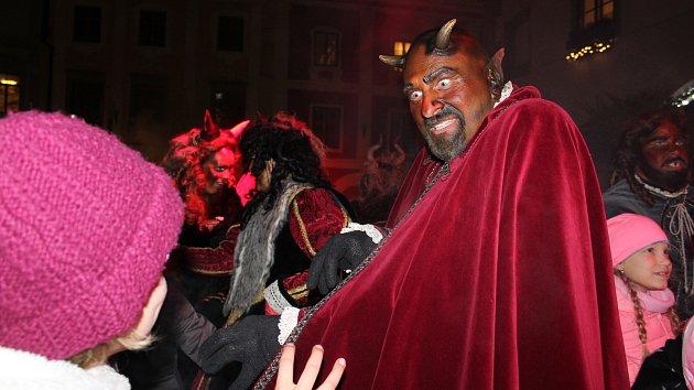 Příchodu sv. Mikuláše v Krumlově předcházela street party