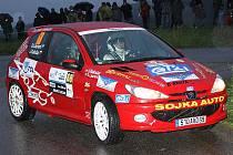 Na sedadlo spolujezdce se k francouzskému jezdci Dominique Laurentovi (na snímku z letošní Rallye Č. Krumlov, kde jej navigoval Jaroslav Kaločai) v M. Boleslavi opět vrací krumlovský Jiří Venuš.