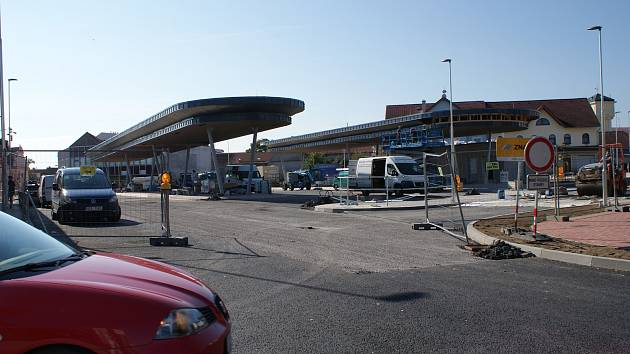 Rekonstrukce autobusového nádraží v centru Velešína je v plném proudu.