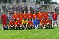 S výbornou bilanci šestnácti vítězství, tří remíz a jediné porážky (při suverénně nejlepším skóre v poměru 84:20) se zaslouženým vítězem okresního přeboru a postupujícím do oblastní I. B třídy stali fotbalisté FK Dolní Dvořiště.