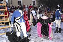 U zámku došlo k odhalení zlodějů. Měli být náležitě potrestáni - pověšením. Ale utekli.