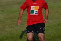 Jan Pouzar přispěl k první výhře Nové Vsi v partii s Vacovem dvěma góly a za kopací techniku si vysloužil pochvalu trenéra.