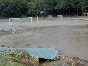 Nedlouho po otevření zrenovovaného sportovního areálu přišla velká voda.