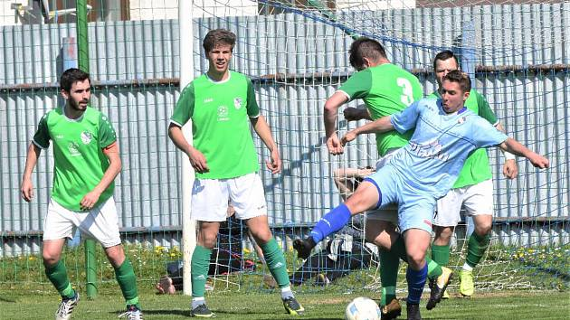 KP – dohrávka 17. kola: FK Protivín (modré dresy) – FK Slavoj Český Krumlov 1:3 (1:0).