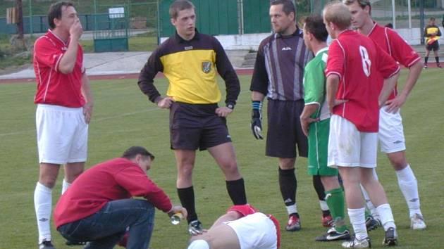 V utkání Slavoj ČK - Čížová se mnohdy spíše stálo, než hrálo.