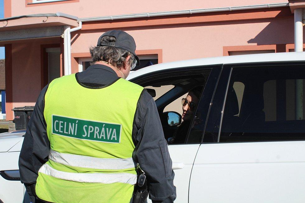 Kontroly na hranicích v Dolním Dvořišti 16. března 2020.