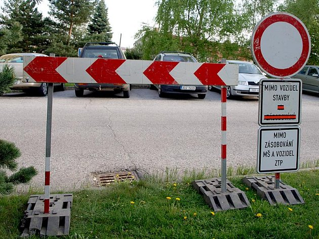 Od úterý mají řidiči zakázán vjezd do ulice 1. máje na kaplickém sídlišti 9. května.