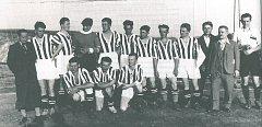 Před druhou světovou válkou hráli krumlovští fotbalisté na hřišti za vlakovým nádražím (poslední předválečný snímek mužů SK Český Krumlov z roku 1938).