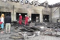 Dům po požáru.Plameny zničily prakticky vše.