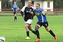Dvěma góly jen korigovala výši první prohry Spartaku v sezoně kaplická kapitánka a nejlepší střelkyně Veronika Jedličková (vpravo, na snímku v těsném souboji s hostující Veronikou Pěchovou).