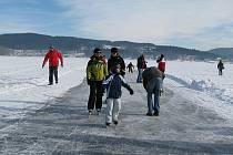 Ledové dráhy na Lipně jsou dvě, jedna mezi Frymburkem a Lipnem nad Vltavou, druhá u Horní Plané.