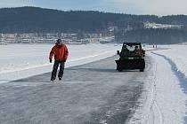 Bruslařská ledová dráha.