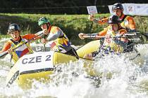 Česká posádka CZE-2 v sestavě s krumlovským triem Antonín Haleš (vlevo), Libor Peška a Tomáš Saiko (zprava) a pražským kanoistou Michalem Cucem vybojovala na ME seniorů R4 stříbro ve sprintu, bronz ve sjezdu a celkový bronz.