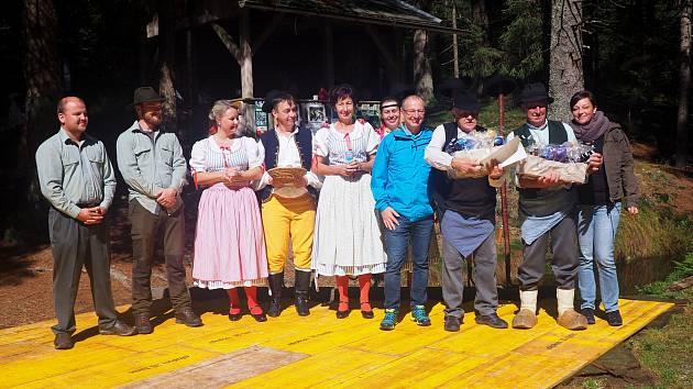 Závěr 21. novodobé plavební sezóny s folklórním souborem Libín S Prachatice.