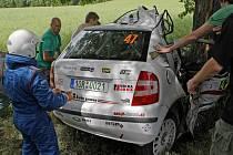 Havarovaný vůz Miroslava Levory a Pavly Třebínové těsně po tragické havárii.