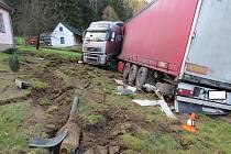 Kamion havaroval v úseku mezi Větřním a Rožmberkem.