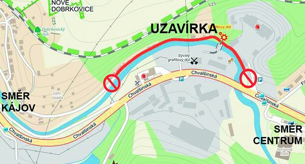 Uzavírka v Nových Dobrkovicích.