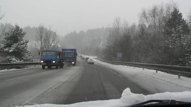 Sníh na rájovském kopci.