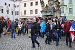 Dvakrát víc lidí než minule přišlo na krumlovské náměstí Svornosti vzkázat premiérovi, že už toho bylo dost.