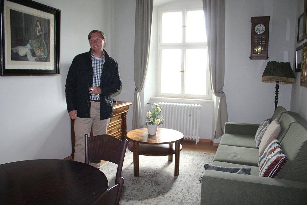 Ředitel Petr Zemek v apartmánovém hotelu Knížecí cesta v Bližší Lhotě na LIpensku.