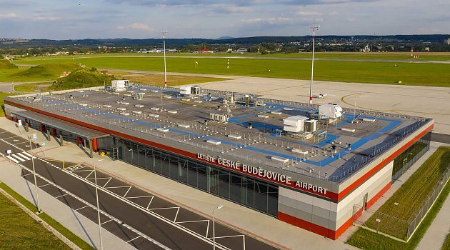 Pořadatelé Rallye Český Krumlov našli pro letošní rok zázemí na letišti.