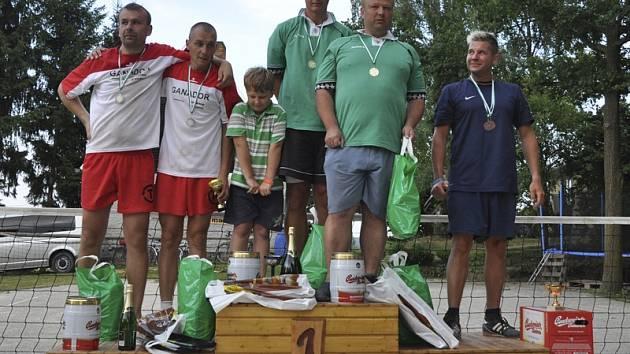 Na stupních vítězů se při jedenáctém ročníku sešli hráči stříbrného Ganadoru, vítězného Tria a bronzového Mosadu (zleva).