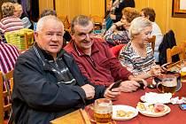 V restauraci v Mojném měli velké setkání senioři z Dolního Třebonína a okolí. Vystoupení si pro ně připravili školáci.