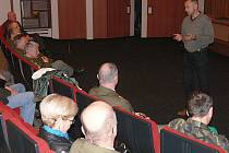 Režisér Václav Marhnoul (vpravo) v Českém Krumlově dokázal, že se ve válečné historii velice vyzná.