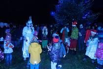 Slavnostní rozsvícení vánočního stromu v Loučovicích.
